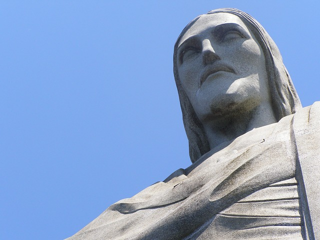 Jeesuse kuju Rio de Janeiros. Lähedalt