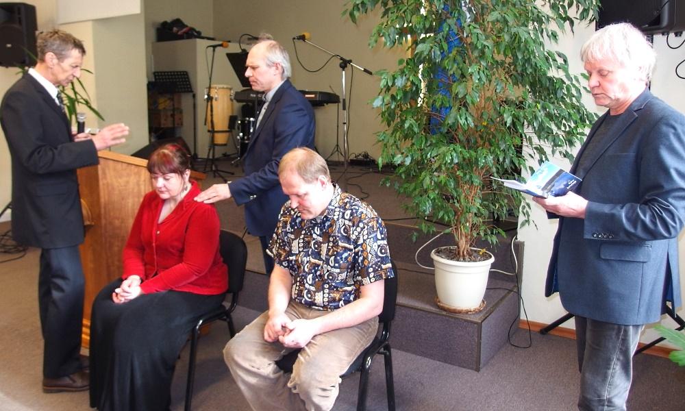 Uute liikmete kogudusse õnnisatmine