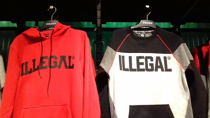 """pusa, millele kirjutatud suurelt """"Illegal"""""""